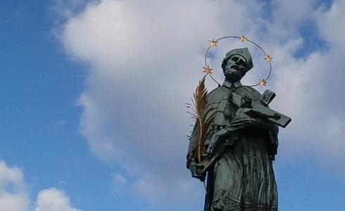 Svatý Jan Nepomucký na Karlově mostě