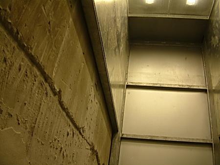 Kulisy jedině výtahem