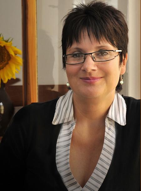 Zuzana KOPENCOVÁ, PhDr.