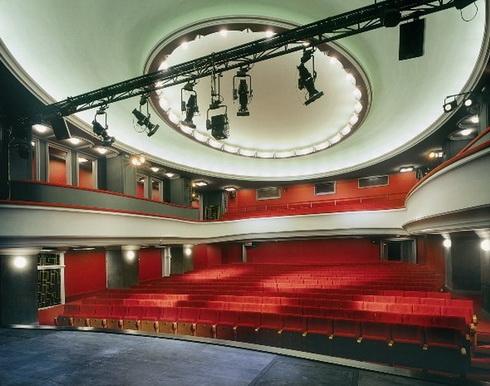 Sál - Divadlo v Dlouhé