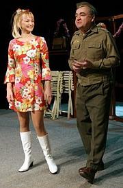 Stanislav Štepka (Jozef) a Anna Šišková (Marta) v hre Hra o láske.