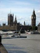 1.Neopakovatelnou kulisou Londýna po staletí zůstává Westminster Abbey a Big Ben, který každou hodinu odzvoní další hodinu.