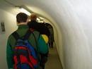 Vstup do podzemí. Helmy, výtah a sjíždíme 30 m hluboko.