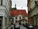 Kostel sv. Vojtěch – pohled z vedlejší ulice