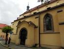 Kostel sv. Haštala – boční vstup