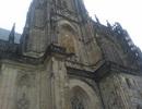Pohled na jižní věž katedrály sv. Vojtěcha, Václava a Víta.